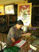 ร้านขายของที่ระลึก ติดชายแดนไทย-พม่า ด่านเจดีย์สามองค์ อ.สังขละบุรี จ.กาญจนบุรี